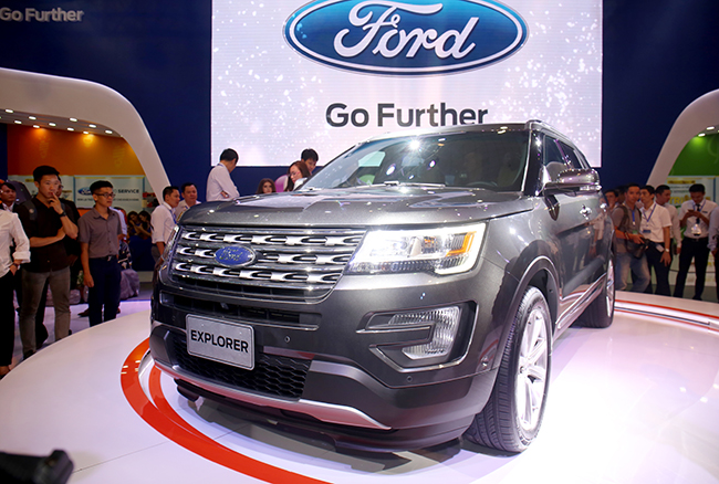 chiem-nguong-gia-dinh-dong-co-ecoboost-cua-ford-tai-trien-lam-o-to-viet-nam-2016-2