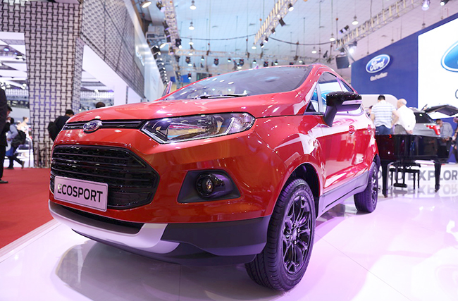 chiem-nguong-gia-dinh-dong-co-ecoboost-cua-ford-tai-trien-lam-o-to-viet-nam-2016-4