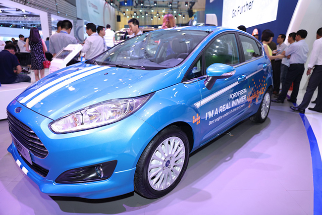 chiem-nguong-gia-dinh-dong-co-ecoboost-cua-ford-tai-trien-lam-o-to-viet-nam-2016